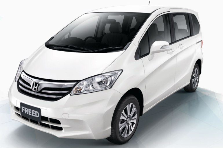 2012-honda-freed-02