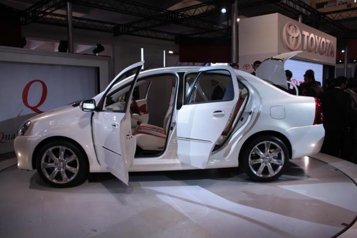 Toyota-Etios-Sedan-2.1