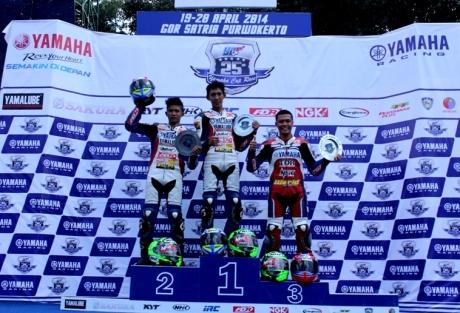 Podium Yamaha Cup Race kelas YCR 1 Seri 1 2014 (Fedri Efendi - Syahrul Amin - Rizaludin Sidqy)